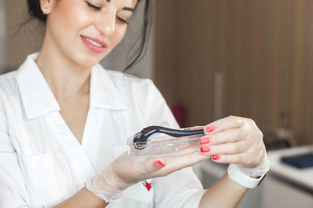 Imperfections au visage : une formation en microneedling pour y remédier