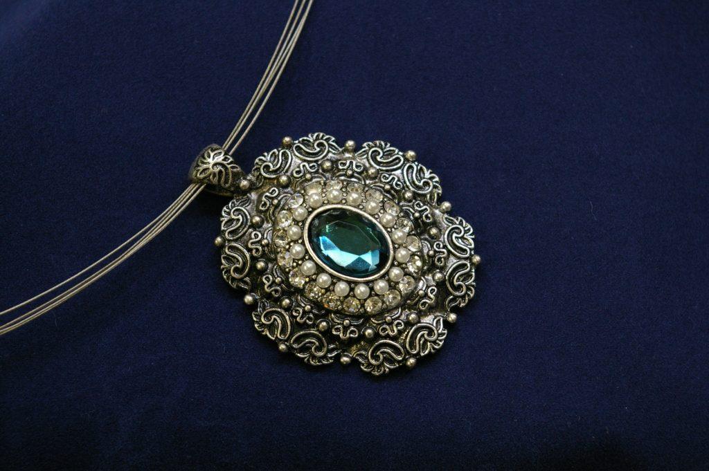 Conseils pour choisir les bijoux à offrir à une femme